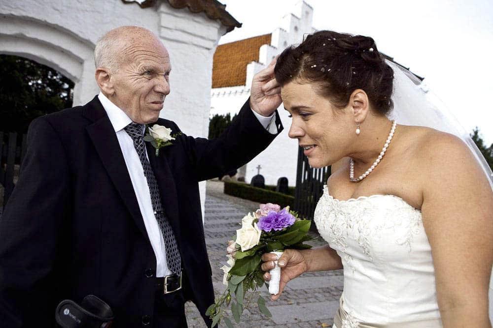 Lej en af Danmarks mest kendte fotografer. 25 års erfaring fra såvel bryllupper som erhvervsfotograf for over 1.800 virksomheder samt blade og magasiner.